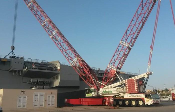 Movimentazione in arsenale nuovo Taranto   Cavour Demag AC 2800