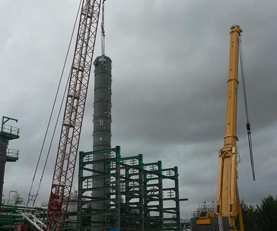 Impianti petrolchimici | AC 2800 e LTM 1500 su colonna di lavaggio amminico centro oli ENI Viggiano