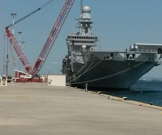 Movimentazione in arsenale nuovo Taranto   nave Cavour AC 2800