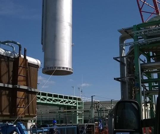 Grandi sollevamenti| camino Centro olio ENI Val d'Agri di Viggiano