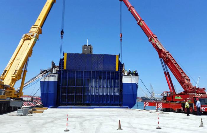 Sollevamento navi | apertura portellone nave Norman Atlantic giugno 2015
