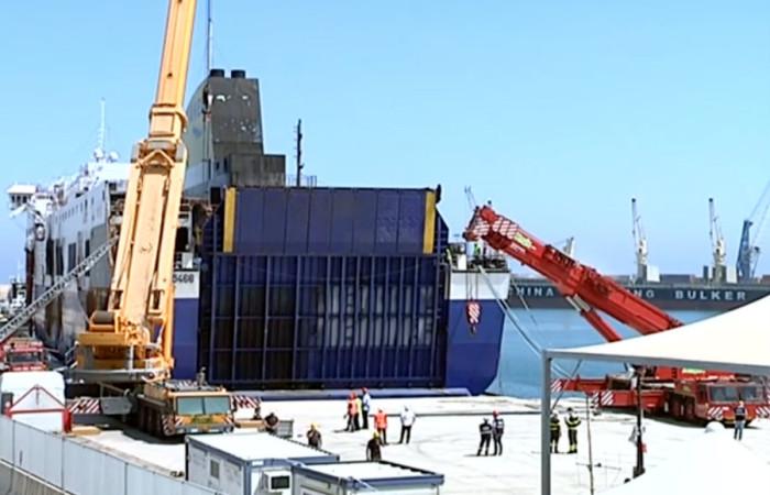 Magis Srl | sollevamento apertura portellone nave Norman Atlantic inizio manovra